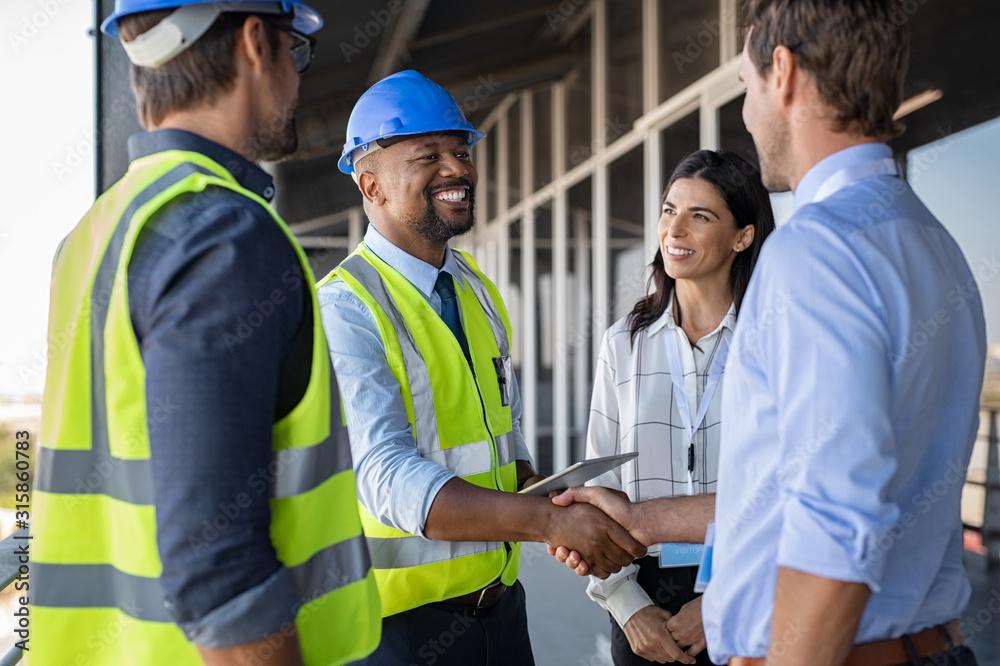 Fototapeta Engineer and businessman handshake at construction site
