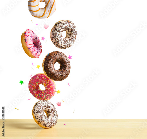Платно Flying donuts isolated on white