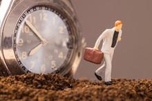 時計と走るビジネスマ...
