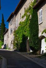 Avignon. Old Narrow Street In ...