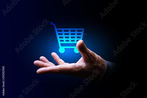 Photo mano, acquisti, carrello della spesa