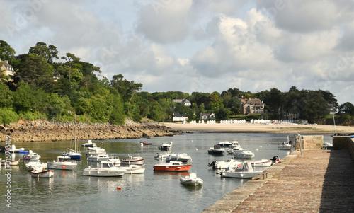 Платно En Bretagne un joli port de plaisance Doelan à l'abri des caprices de l'Océan At
