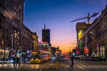 Nocne Zdjęcie W Centrum Warszawy Z Tramwajem