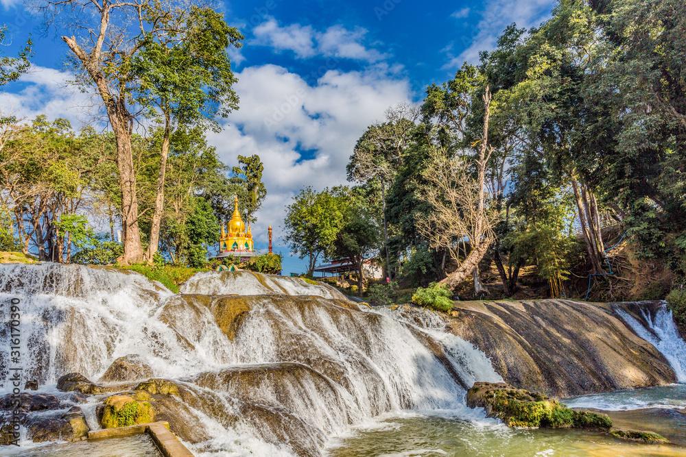 Obraz Pwe Gauk Waterfall Pyin Oo Lwin Mandalay state Myanmar (Burma) fototapeta, plakat