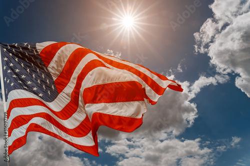 Fotografía American flag waving in the wind