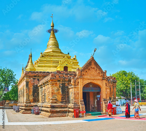 The ancient Alo-daw Pyi Pagoda, Bagan, Myanmar Wallpaper Mural