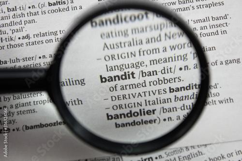 The word or phrase bandit in a dictionary. Obraz na płótnie