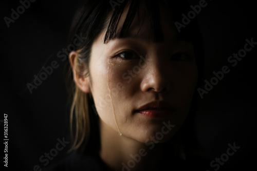 Fototapeta 涙を流す女性