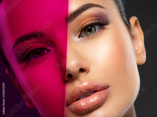 Beautiful white girl with bright eye-makeup Poster Mural XXL