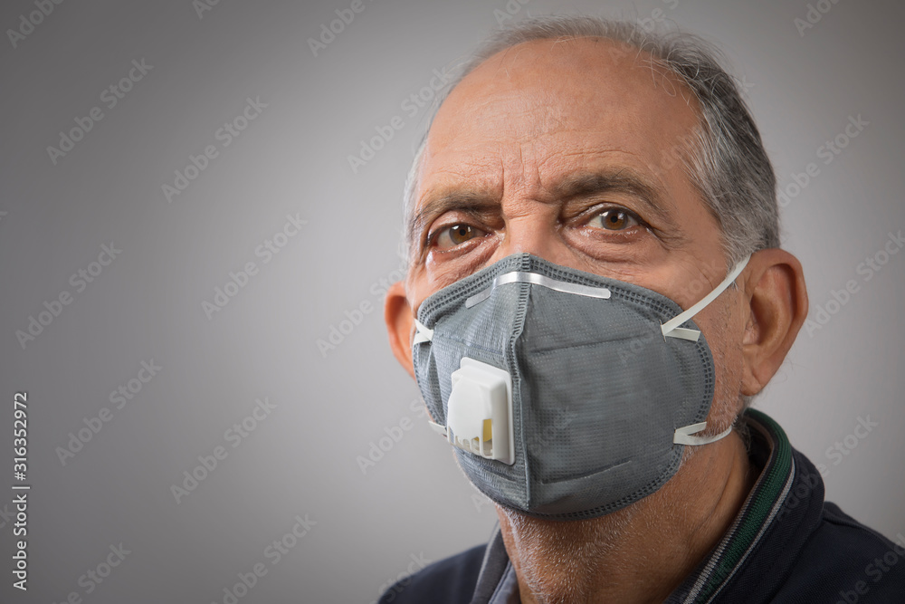 Fototapeta Portrait of a senior man wearing a pollution mask. (Health and Fitness)