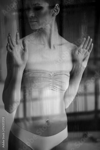 Black white photo of a beautiful woman.