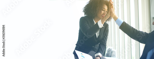 Fotografía Happy colleague African woman and Hispanic man consulting work with positive att