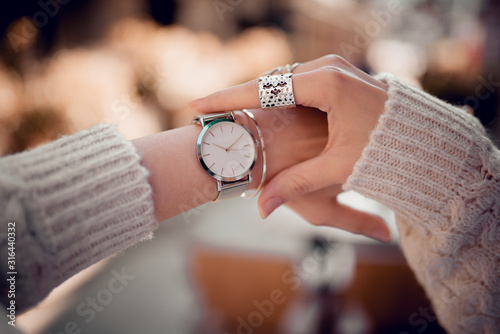Fototapeta Stylish fashion watch on woman hand obraz