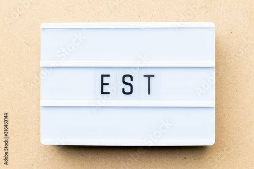 Photo White lightbox with word est (abbreviation of established, estimated, eastern ti