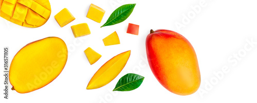 Seamless pattern with mango fruit with pieces. Tropical Mango isolated on the white background.  Top view. Flat lay. - 316571105