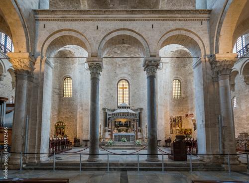 Fotomural Main altar in the Saint Nicholas Basilica (Basilica di San Nicola) in old town Bari
