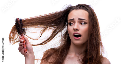 Photo Woman in beauty concept combing hair loosig loss