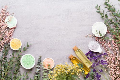 Photo Beauty and aromatherapy concept with spa set on pastel rustic wooden background