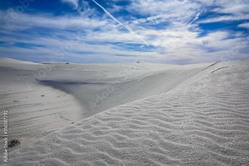 Obraz na plátně  Amazing Alkafi Flat Trail hike in White Sands National Park, New Mexico, Unites