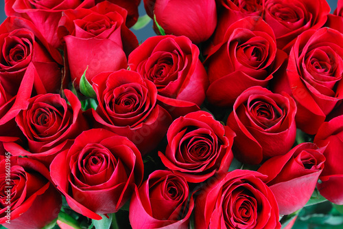 Obraz fresh red roses in a bouquet as background - fototapety do salonu