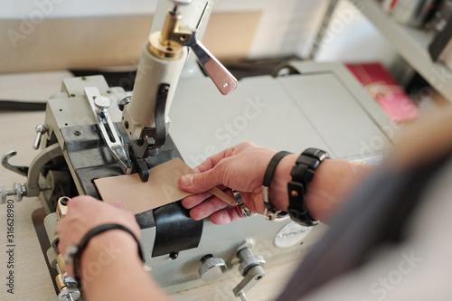 Obraz Working with leather - fototapety do salonu