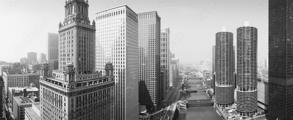 Fototapeta This is a view looking over the Chicago River. The Marina Tower Apartments, the Wrigley Building and the skyline surround the river. It is a black and white shot.