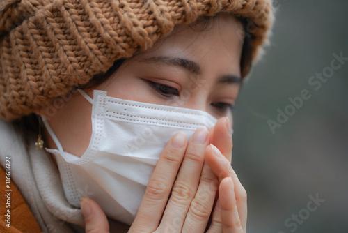 Photo マスクをした若い女性