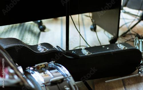 estuche de guitarra y tambor Canvas Print