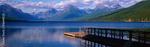 Fotografia This is a boat dock at Lake McDonald