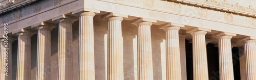 These are a close up of the columns of the Lincoln Memorial. Billede på lærred