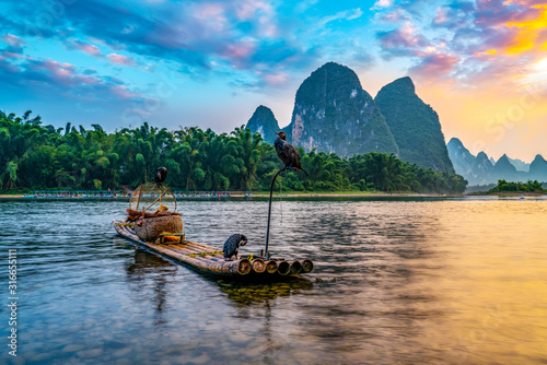 Landscape and bamboo rafts of Lijiang River in Guilin, Guangxi.. Fototapet