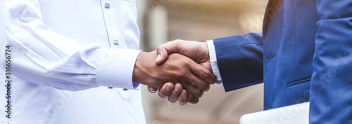 Fototapeta Successful businessmen handshake partner with arab businessman obraz