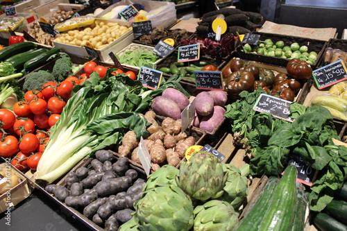 Obraz Stand, étal de fruits et légumes sur le marché - fototapety do salonu