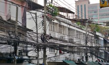 Chaotic Electricity Lines In B...