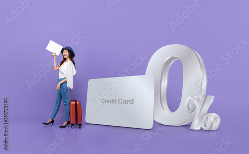 Fotografía Asian tourist woman  and credit card with 0% interest instalment payment promoti