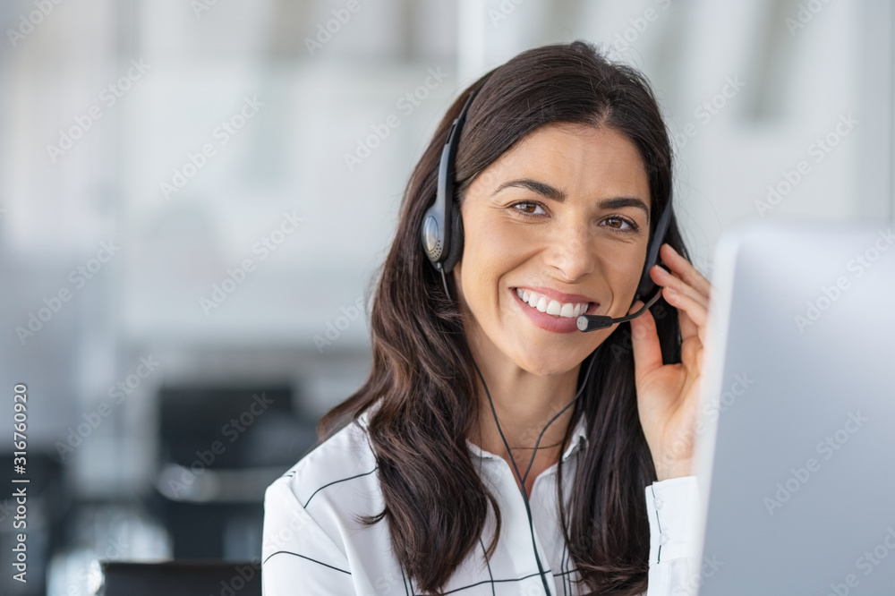 Fototapeta Happy smiling woman working in call center
