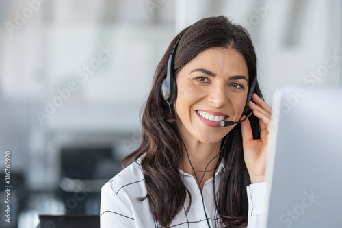 Leinwand Poster Happy smiling woman working in call center