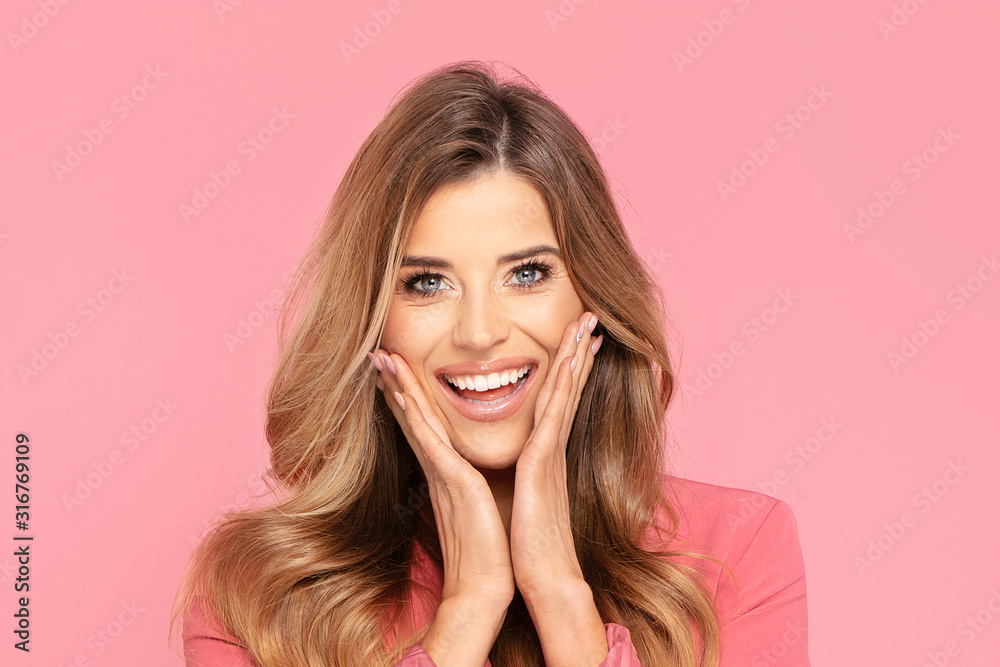 Fototapeta Happy smiling woman on pink background.