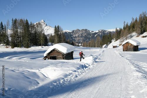 Fotografie, Tablou Geheimtipp - Winterwandern statt Skifahren im traumhaft schönen, tief verschneitem Gebiet der Armentara - wiesen zwischen Wengen und St