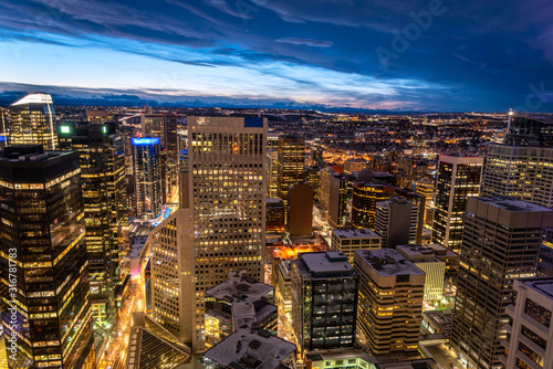 Valokuvatapetti Calgary's downtown core from above at blue hour.