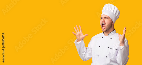 Cuadros en Lienzo Emotional Chef Man Shouting Standing Over Yellow Studio Background, Panorama