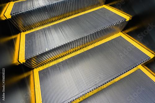 Cuadros en Lienzo escalator in shopping center