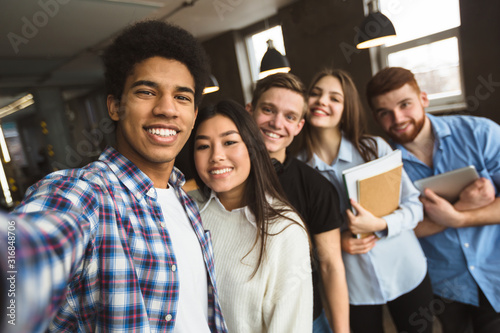 Fototapeta Group selfie of happy international college students obraz