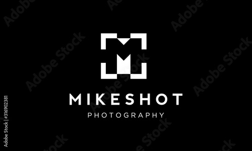 initial M with camera focus or focus shot logo design concept Wallpaper Mural