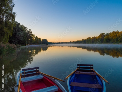 Photo Two boats on the Green Lakes State Park in Fayetteville USA