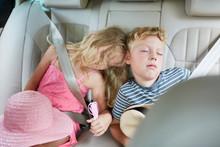 Geschwister Kinder Schlafen Fr...