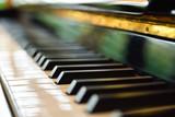Pianoforte e tasti di piano forte in primo piano