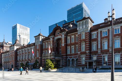 (東京都ー都市風景)東京駅前広場の風景6 Wallpaper Mural