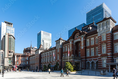 (東京都ー都市風景)東京駅前広場の風景7 Wallpaper Mural
