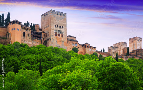 Foto Alcazaba at Alhambra in sunrise time.  Granada,  Spain